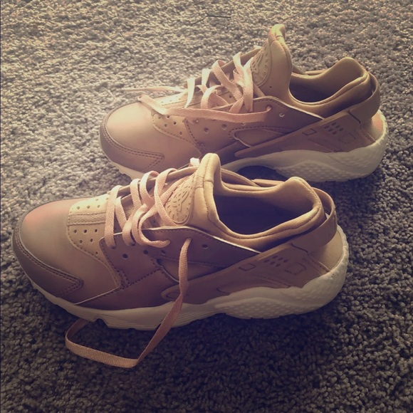 new styles b5c48 57abf Nike Air Huaraches Rose Gold Shoes - Size 5